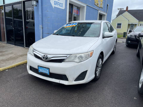 2014 Toyota Camry for sale at Ideal Cars in Hamilton OH