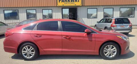 2017 Hyundai Sonata for sale at Parkway Motors in Springfield IL