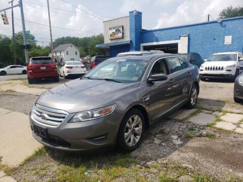 2011 Ford Taurus for sale at M & C Auto Sales in Toledo OH