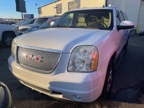 2007 GMC Yukon XL for sale at BELOW BOOK AUTO SALES in Idaho Falls ID