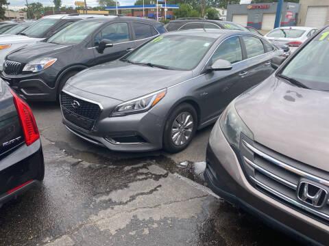 2017 Hyundai Sonata Hybrid for sale at Lee's Auto Sales in Garden City MI