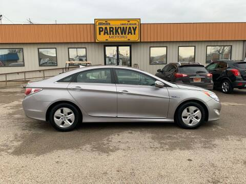 2012 Hyundai Sonata Hybrid for sale at Parkway Motors in Springfield IL