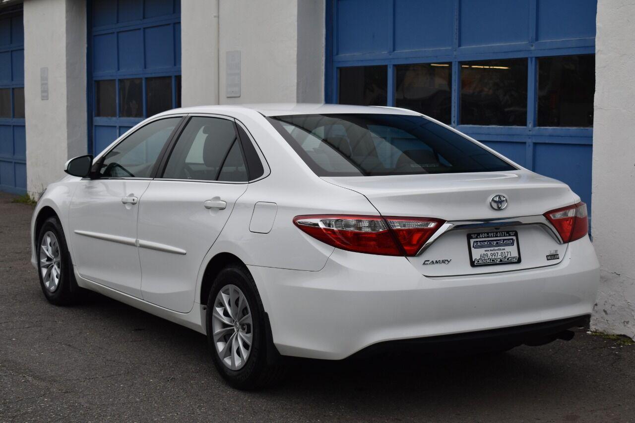 2015 Toyota Camry LE 4dr Sedan full