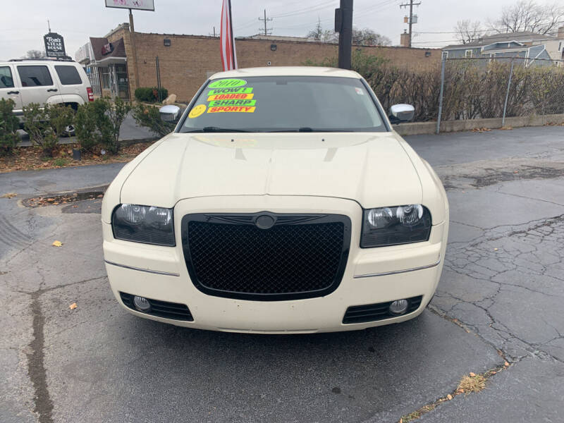 2010 Chrysler 300 for sale at RON'S AUTO SALES INC in Cicero IL