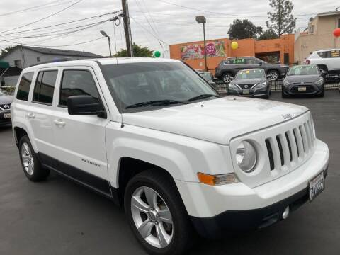 2013 Jeep Patriot for sale at La Mesa Auto Sales in Huntington Park CA
