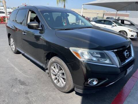 2015 Nissan Pathfinder for sale at Nissan of Bakersfield in Bakersfield CA