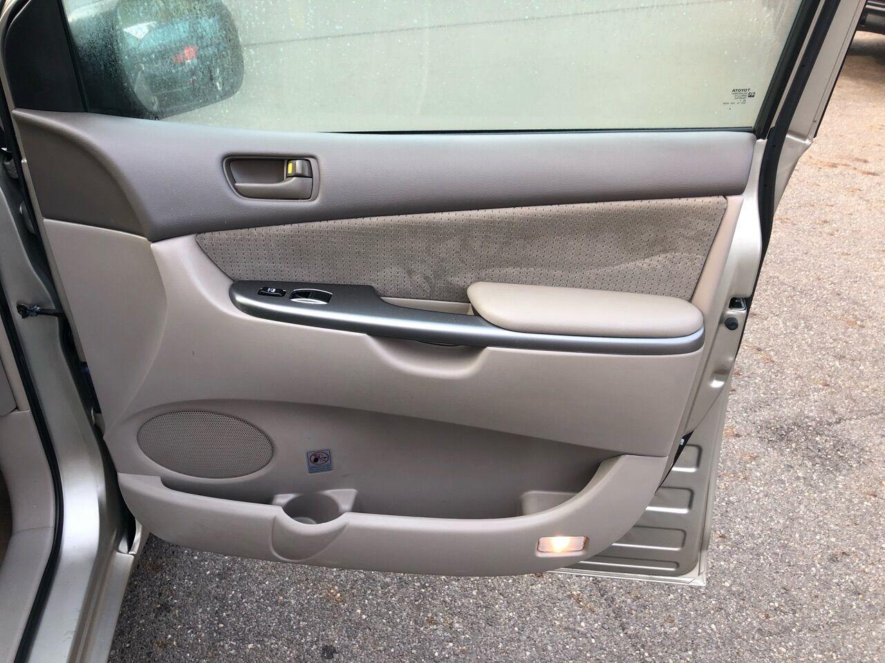 2008 Toyota Sienna Mini-van, Cargo