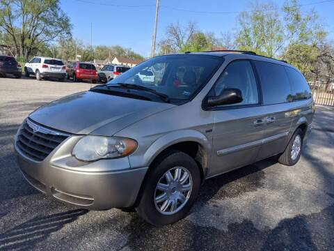 2007 Chrysler Town and Country for sale at Dons Carz in Topeka KS