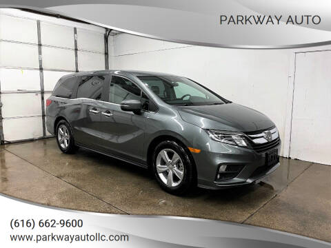 2018 Honda Odyssey for sale at PARKWAY AUTO in Hudsonville MI