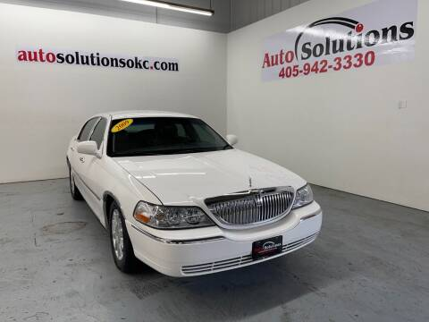 2009 Lincoln Town Car for sale at Auto Solutions in Warr Acres OK