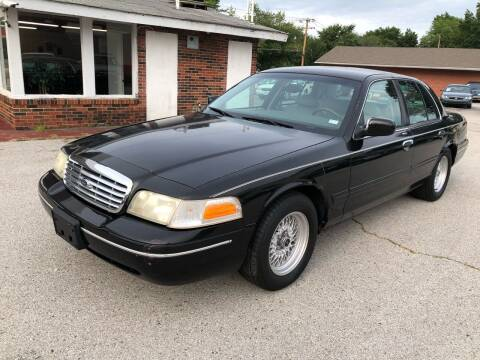 2001 Ford Crown Victoria for sale at Auto Target in O'Fallon MO