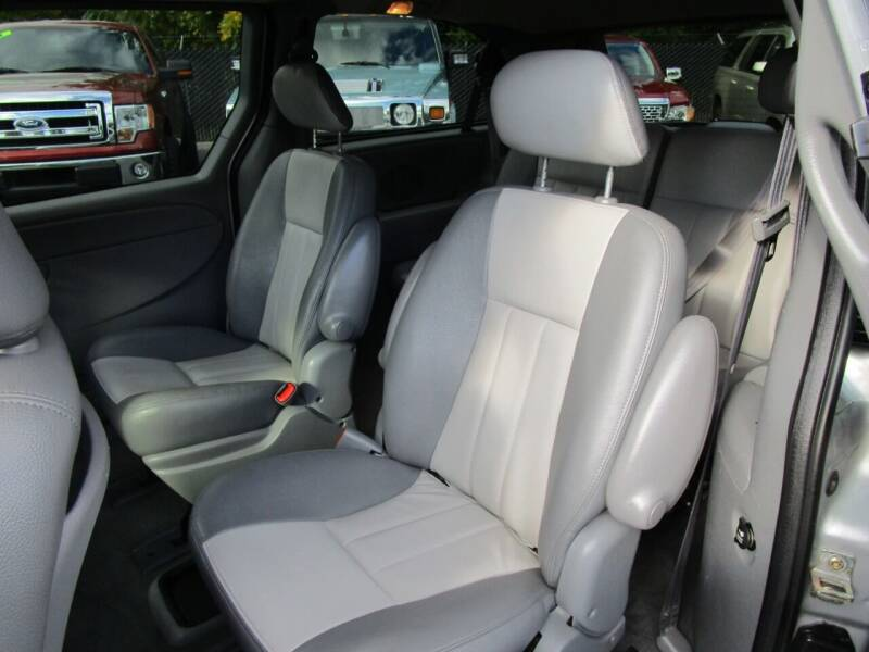2004 Chrysler Town and Country Touring Platinum Series 4dr Extended Mini-Van - Salem OR