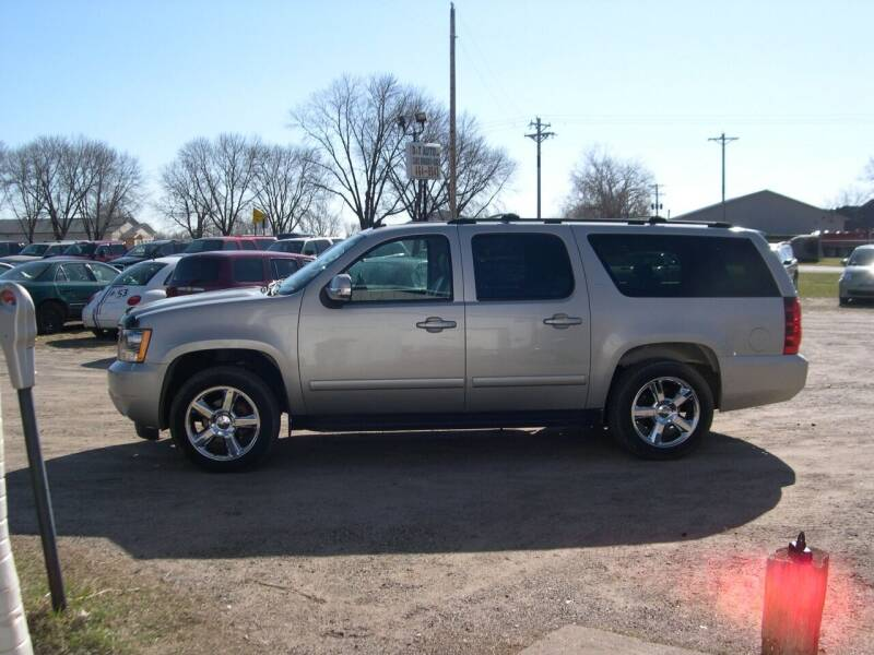 2007 Chevrolet Suburban for sale at D & T AUTO INC in Columbus MN