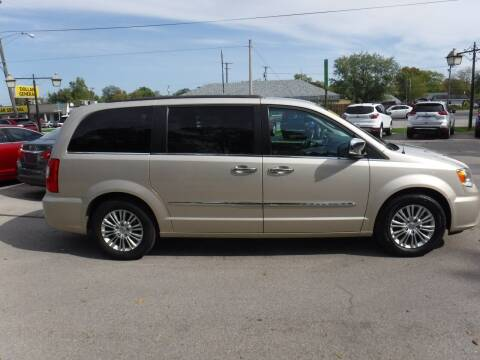 2015 Chrysler Town and Country for sale at Dave's Car Corner in Hartford City IN