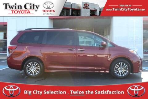 2019 Toyota Sienna for sale at Twin City Toyota in Herculaneum MO
