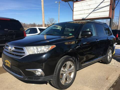 2011 Toyota Highlander for sale at Town and Country Auto Sales in Jefferson City MO