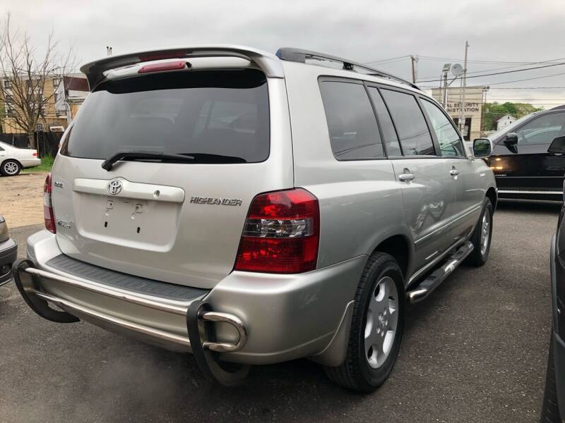 2005 Toyota Highlander for sale at OFIER AUTO SALES in Freeport NY