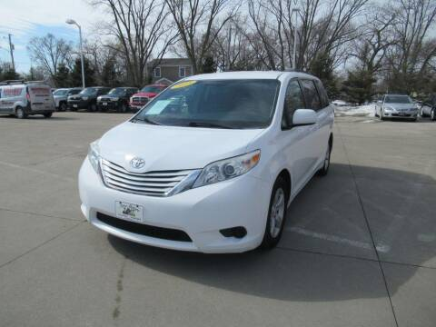2015 Toyota Sienna for sale at Aztec Motors in Des Moines IA