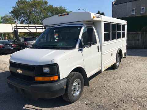 2005 Chevrolet Express Cutaway for sale at QUALITY AUTO SALES INC in Chicago IL