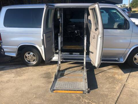 2001 Ford E-Series Wagon for sale at Brady Car & Truck Center in Asheboro NC