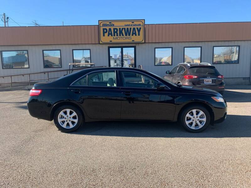 2009 Toyota Camry for sale at Parkway Motors in Springfield IL