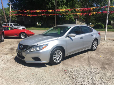 2016 Nissan Altima for sale at Antique Motors in Plymouth IN