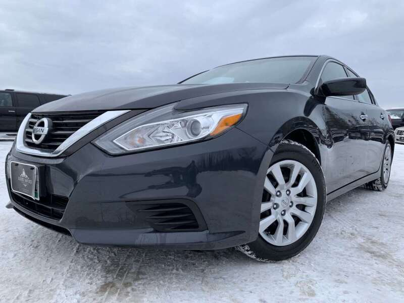 2016 Nissan Altima for sale at LUXURY IMPORTS in Hermantown MN