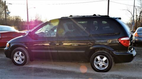 2005 Dodge Caravan for sale at PINNACLE ROAD AUTOMOTIVE LLC in Moraine OH