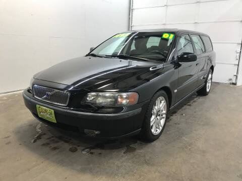 2001 Volvo V70 for sale at Frogs Auto Sales in Clinton IA