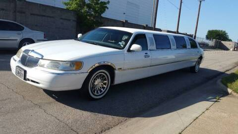2000 Lincoln Town Car for sale at ZNM Motors in Irving TX