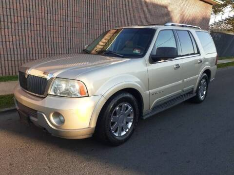 2004 Lincoln Navigator for sale at G1 AUTO SALES II in Elizabeth NJ