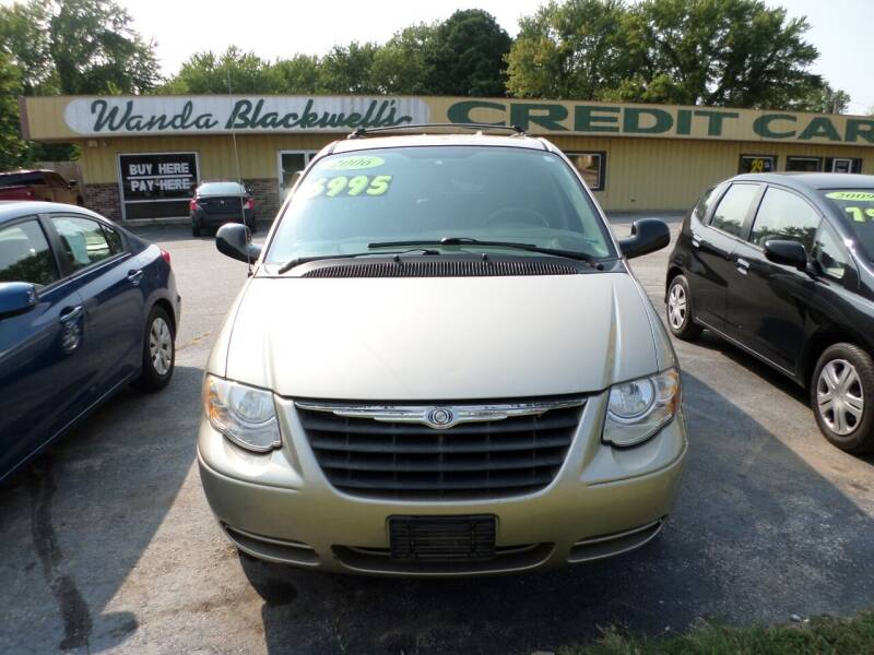 2006 Chrysler Town and Country for sale at Credit Cars of NWA in Bentonville AR
