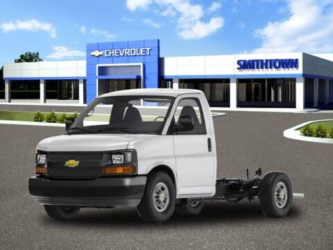 2019 Chevrolet Express Cutaway for sale at CHEVROLET OF SMITHTOWN in Saint James NY