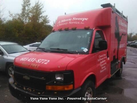 2005 Chevrolet Express Cutaway for sale at Vans Vans Vans INC in Blauvelt NY