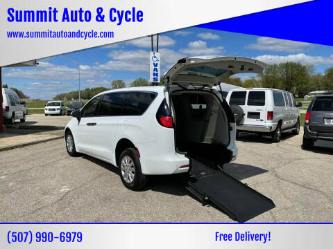 2018 Chrysler Pacifica for sale at Summit Auto & Cycle in Zumbrota MN