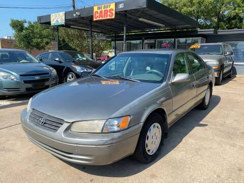 1998 Toyota Camry for sale at Cash Car Outlet in Mckinney TX
