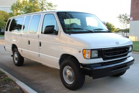 2001 Ford E-Series Wagon for sale at DFW Universal Auto in Dallas TX