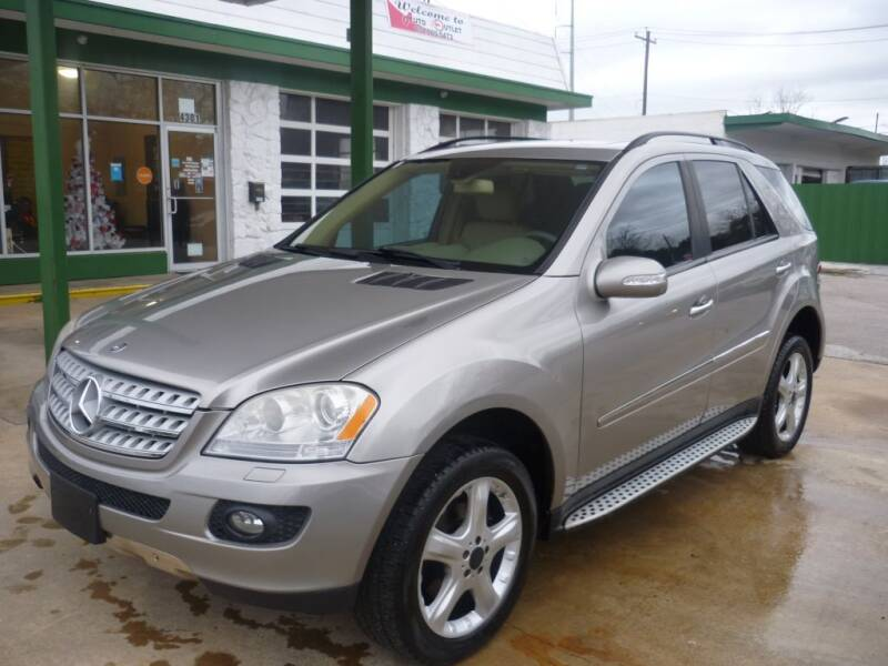 2008 Mercedes-Benz M-Class for sale at Auto Outlet Inc. in Houston TX