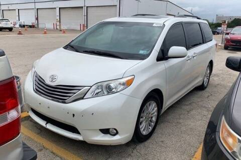 2017 Toyota Sienna for sale at FREDY USED CAR SALES in Houston TX