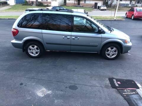 2005 Dodge Caravan for sale at CHRIS AUTO SALES in Cincinnati OH