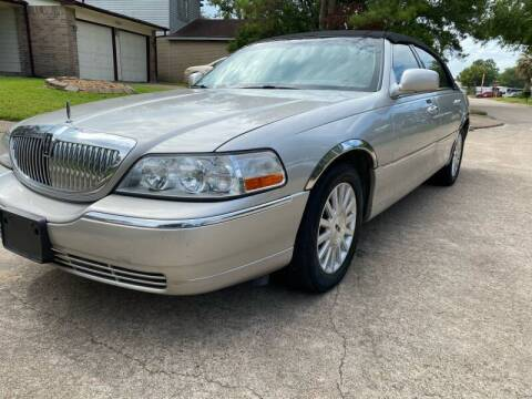 2004 Lincoln Town Car for sale at Demetry Automotive in Houston TX