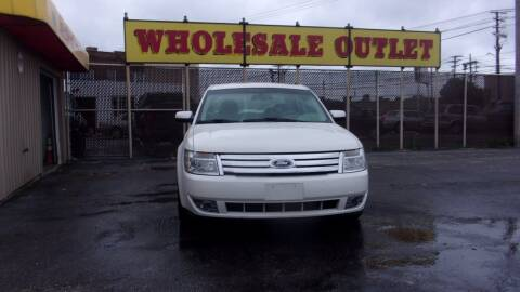 2009 Ford Taurus for sale at LONG BROTHERS CAR COMPANY in Cleveland OH