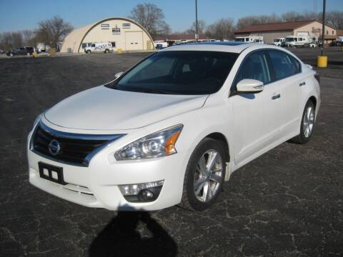 2014 Nissan Altima for sale at Pre-Owned Imports in Pekin IL