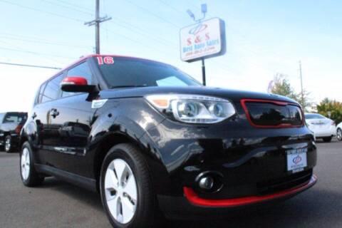 2016 Kia Soul EV for sale at S&S Best Auto Sales LLC in Auburn WA