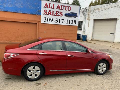 2011 Hyundai Sonata Hybrid for sale at Ali Auto Sales in Moline IL