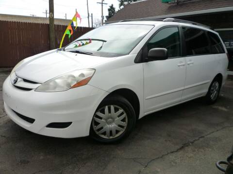 2009 Toyota Sienna for sale at Sindibad Auto Sale, LLC in Englewood CO