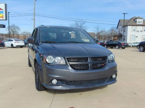 2016 Dodge Grand Caravan for sale at Auto House Superstore in Terre Haute IN