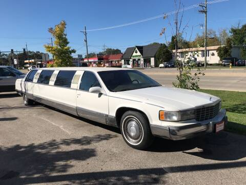 1996 Cadillac Fleetwood for sale at GLOBAL AUTOMOTIVE in Gages Lake IL
