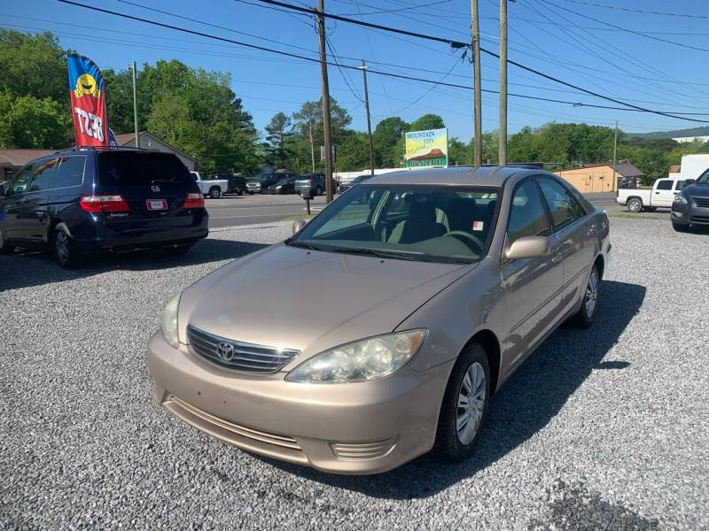 2005 Toyota Camry for sale at MOUNTAIN CITY MOTORS INC in Dalton GA