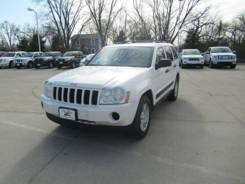 2005 Jeep Grand Cherokee for sale at Aztec Motors in Des Moines IA